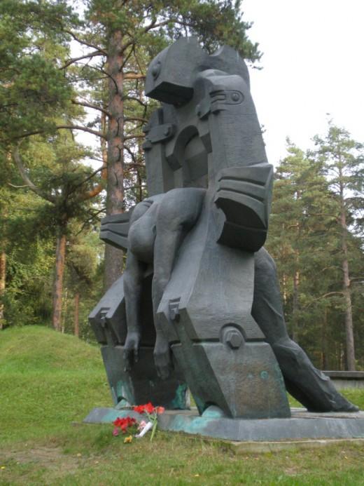p6 5 520x693 На Левашовском мемориальном кладбище — месте захоронения десятков тысяч жертв сталинской эпохи — совершена Божественная литургия
